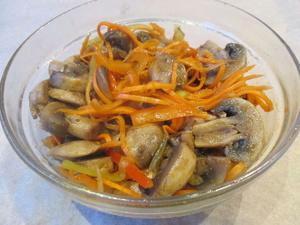 Салат в груздями и морковкой