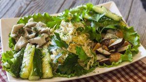 Салат с мясом и груздями