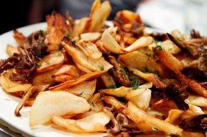 Опята с беконом и картошкой