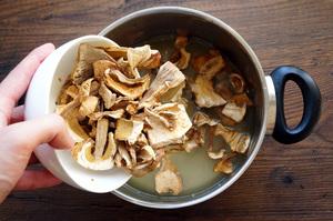 Как правильно готовить сушеные грибы.