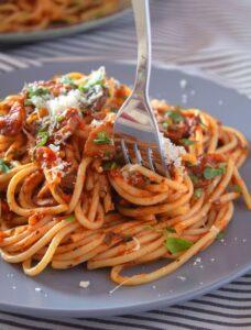 Паста с сыром и грибами в томатно-сметанном соусе по-итальянски