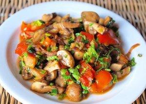 Теплый салат из замороженных грибов